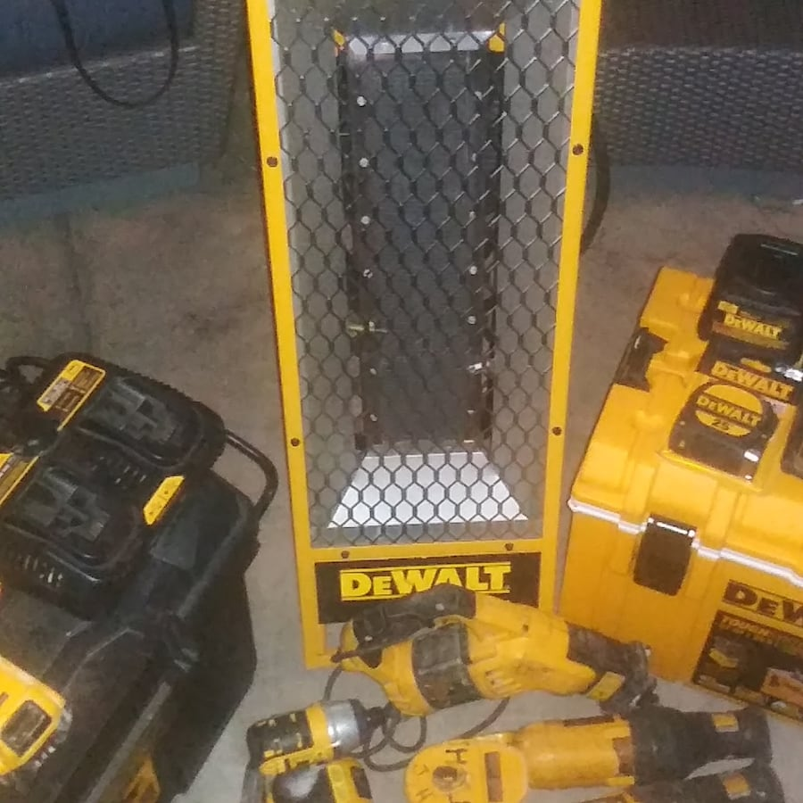 DEWALT TOOLS SET OF 30+  50da01b3-2d81-449c-9b12-321e5af2d321
