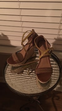 Pair of brown leather open-toe sandals Myrtle Beach, 29588