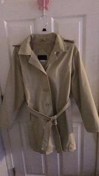 Cream  long sleeves button-up Rain Coat. Great quality at a fantastic price . Laurel, 20723