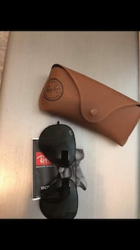 black Ray-Ban sunglasses with case Vancouver, V5N 2A8