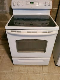4 year White flat surface Stove Laurel