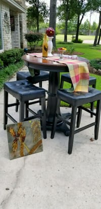 two brown wooden bar stools Conroe, 77304