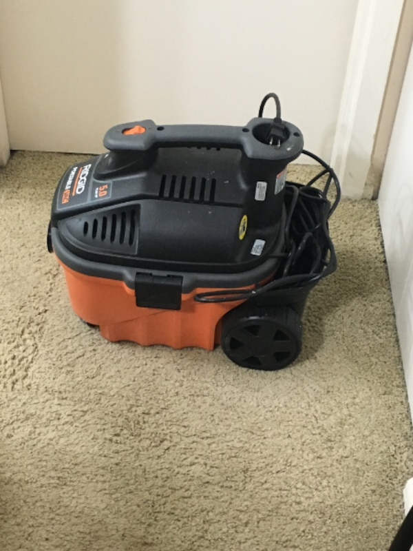 Wet/Dry Vacuum  4 Gal. 5.0-Peak Hp Portable