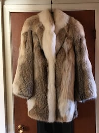 Woman's coyote coat. Tuxedo style size 9-10 in excellent shape Kitchener, N2A 2J5