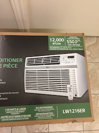 Frigidaire window type air conditioner box. white LG air conditioner box With warranty   /12000 BTu/HR  With delivery Montréal, H8N 2L1