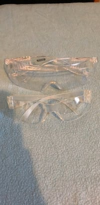 Two pairs of Protection Goggles New York, 10451