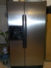 stainless steel side-by-side refrigerator with dispenser Hesperia, 92344