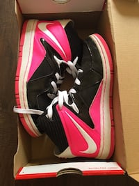 Pair of black-and-pink nike basketball NIKEshoes 渥太华, K1N 6P7