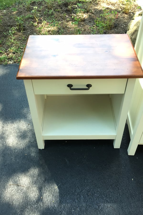 White night stand and dresser in excellent condition! 448a37ba-457f-4101-a09a-f6a6edc53aed