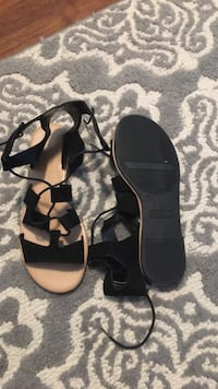 Size 8 sandals  Port Coquitlam, V3B 1K3