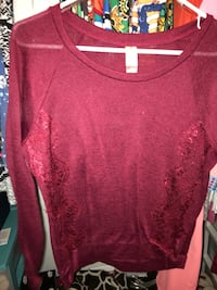 Large maroon extra large black shirt! Crestview, 32539