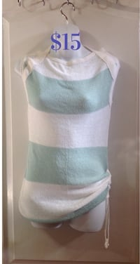 Women's white and blue sleeveless Knit Top: Size Small Toronto, M6G