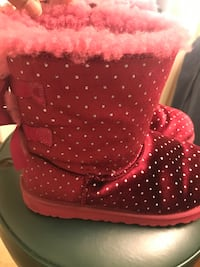 Pink uggs with bow