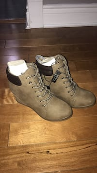 pair of gray leather lace-up boots Bolton, L7E 1C8