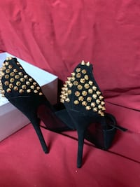 New Steve Madden gold studded Stilleto heels 7.5.