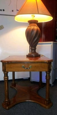 Solid Wood Endtable with drawer an tablelamp San Antonio, 78216