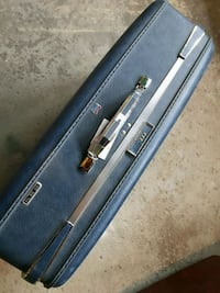 American Tourister LG hard Side suitcase Mississauga, L4W 3K2