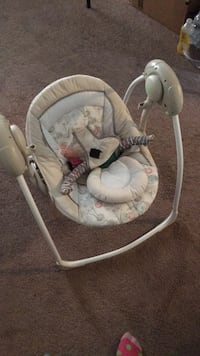 Infant portable swing  Temple Hills, 20748