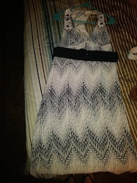 Nice maxi dress it comes with a belt I also have a Athens, 30606