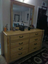 Very Nice Dresser with Mirrot Los Angeles, 91335