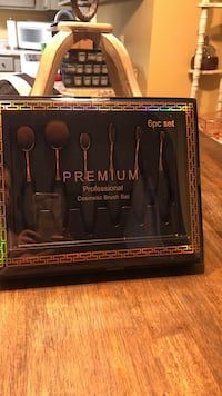 New in box brush set Fayetteville, 72703