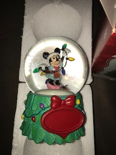 Minnie mouse snow globe
