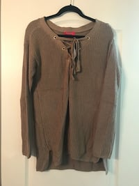 Guess Brown long-sleeved sweater  Russell, K0A 1W0
