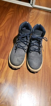 Timberlake navy blue size US4 (real words size 6) Toronto, M9A 0B4