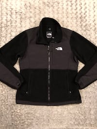 Women's North Face Denali Jacket paid $185 Size M Great condition!