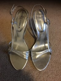 Pair of gray leather open-toe heels Dumfries, 22026