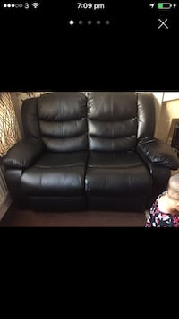 2x2seater Leather sofas and 1x1 Seater leather sofa Wolverhampton, WV10 9YE