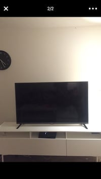 black flat screen TV with remote Fairborn, 45324