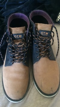 Vans off the wall collection boots