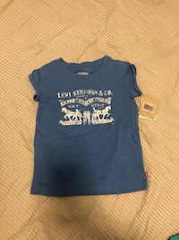 Girls Levi's Tee Size 5T Toronto, M3A 0A2