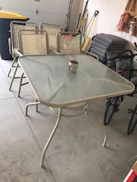 Patio table, chairs, and umbrella  West Des Moines, 50265