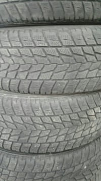 gray and black car tire