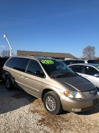 Chrysler - Town and Country - 2002 Kansas City, 66109