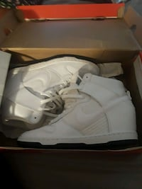 pair of white Air Jordan basketball shoes Northport, 35476