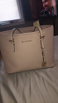 Brand new MK  purse West Des Moines, 50265