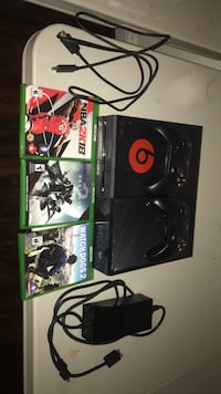xbox one with 3 games  Ajax, L1T 3H5