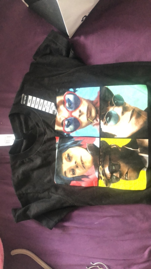 Gorillaz Humanz Album Cover T shirt BRAND NEW/NEVER WORN 24e9e724-b412-4526-9759-988c4956cbb2