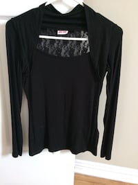 Black scoop-neck long-sleeved shirt Ottawa, K1G 3S7
