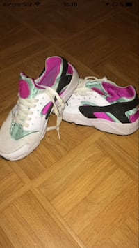 Paire de chaussures de running nike blanches et roses Trappes, 78190