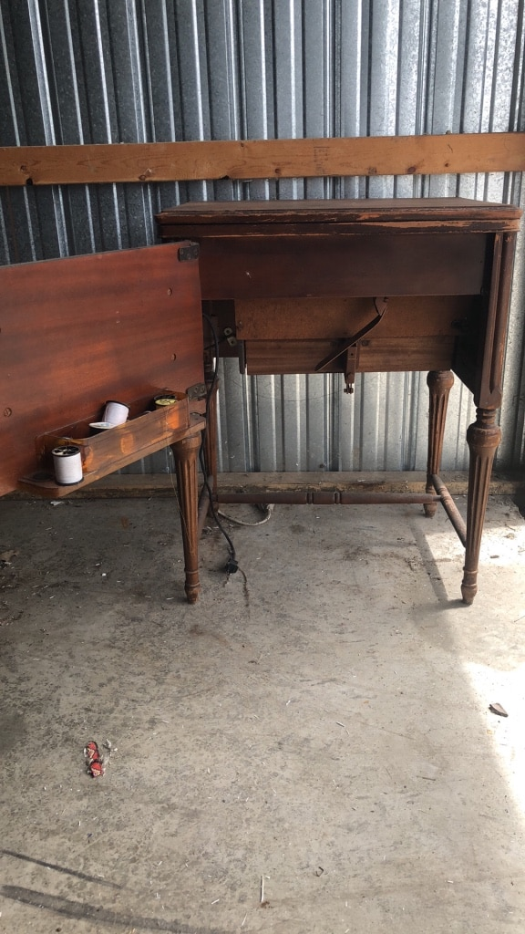 Photo Old sewing table