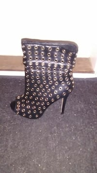 women's unpaired black leather silver studded booties Nanaimo, V9R 6S3