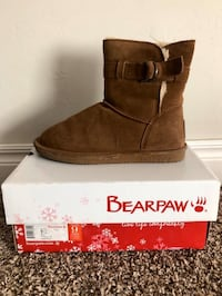 Bearpaw boots size: 9