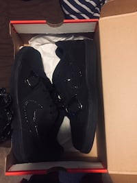 Black Nike shoes; Men's (size 8)  Porterville, 93257