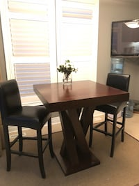 Beautiful High top table with 2 chairs perfect for kitchen, games room or dining  Burlington, L7R 3X5