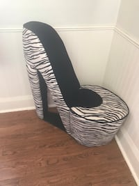 HEEL CHAIR Toronto, M1L 3L1