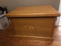 SMALL SOLID WOOD STORAGE CHEST North Dumfries, N0B 1E0